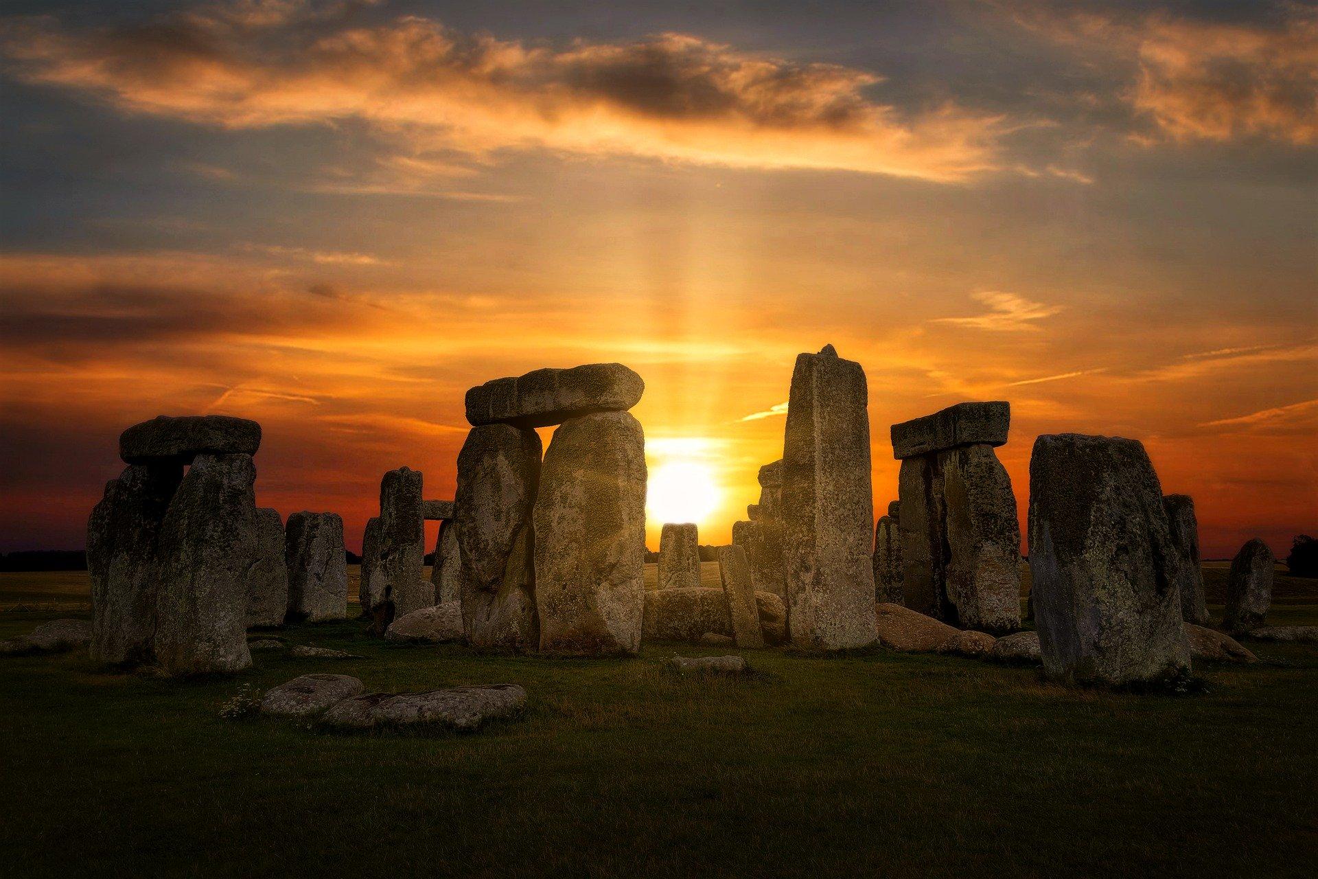 Photo of Stonehenge at sunrise